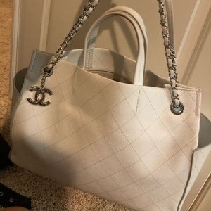 AUTHENTIC CHANEL white shoulder tote